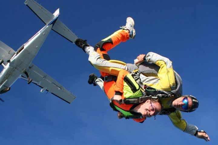 2012-Abeille-Parachutisme-chute-libre-sous-avion-2-TIS