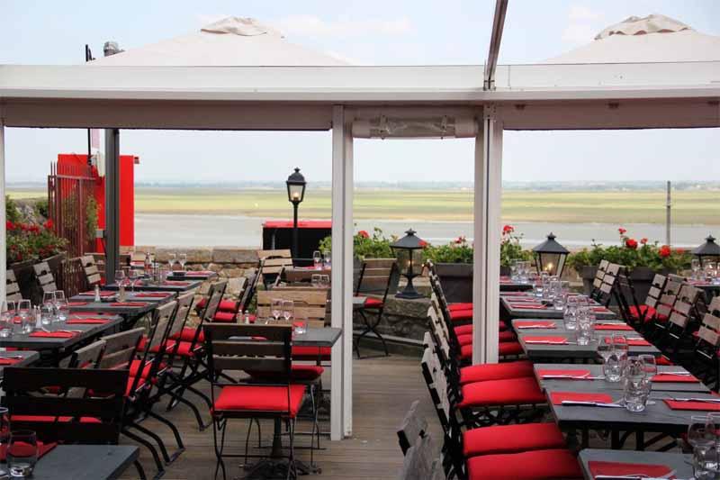 2013-MSM-terrasse-exterieure-couverte-cafe-mere-poulard