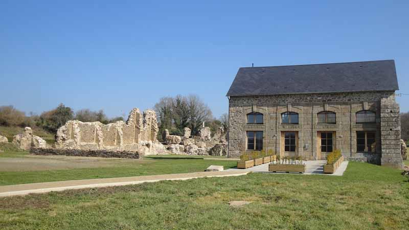 2013-Savigny-le-Vieux-Abbaye-2045