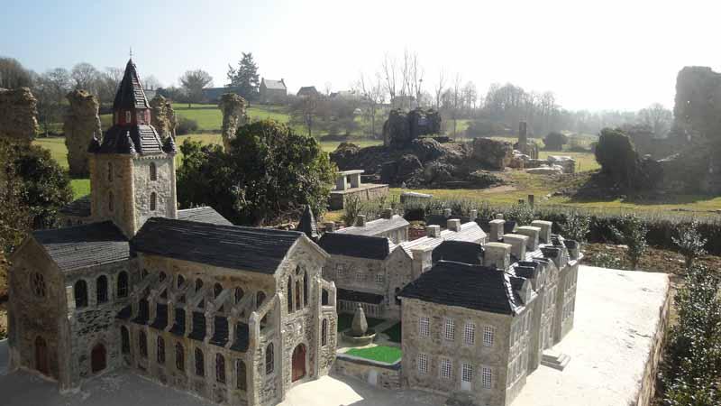 2013-Savigny-le-Vieux-Abbaye-2047