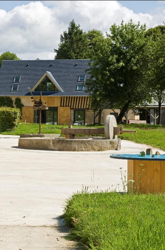 Barenton-Musee-du-Poire-16-Francis-Massias