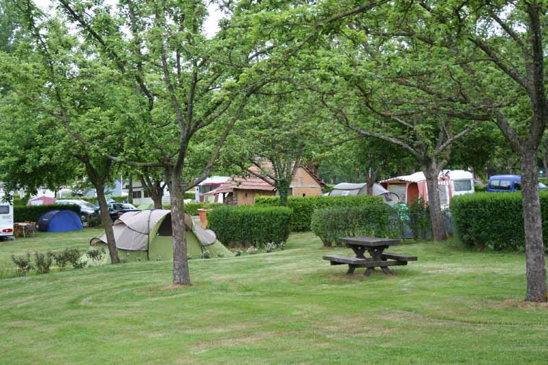 Bre-cey-Camp-municipal-du-Pont-Roulland