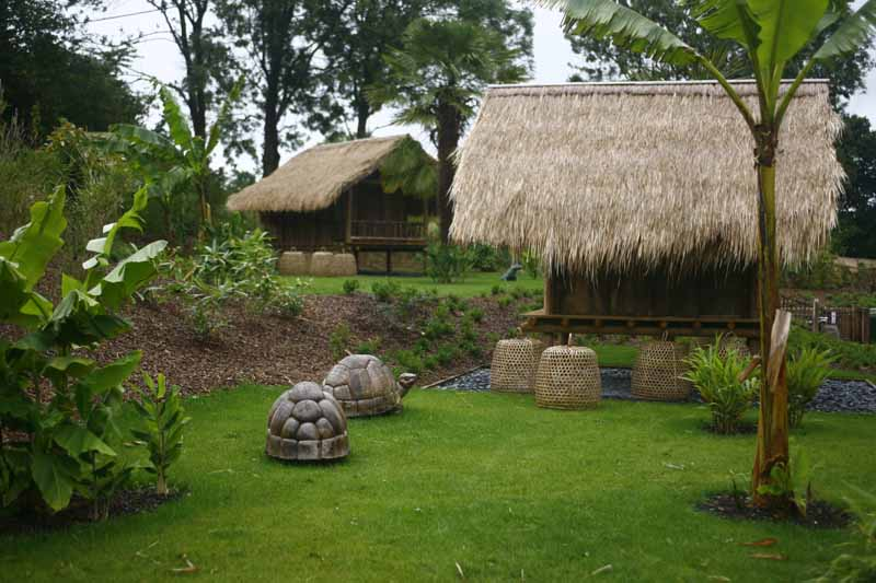 Champrepus-Parc-zoologique-et-paysager-bungalow-au-charme-asiatique-Y.Lebreton