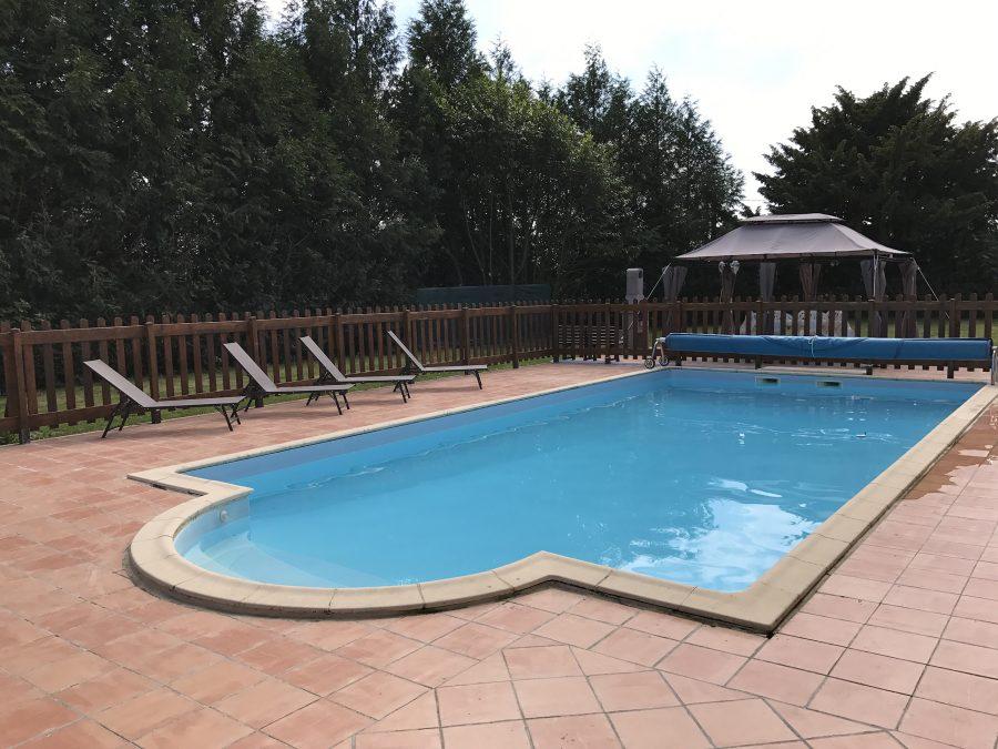 Exterieur—La-piscine-chauffee-1