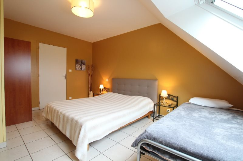 H33527-courtils-CH-le-neufbourg-chambre-cannelle-1