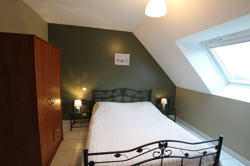 H33527-courtils-CH-le-neufbourg-chambre-kaki-1