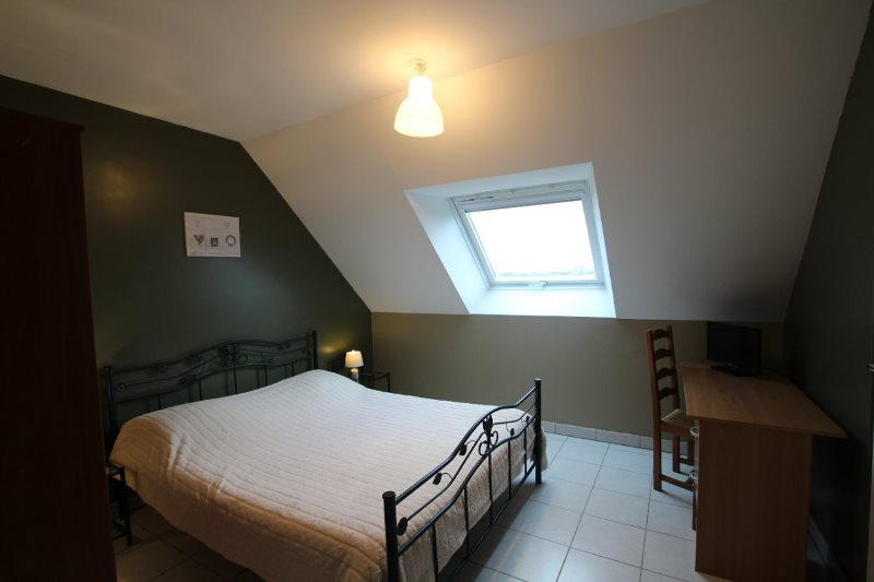 H33527-courtils-CH-le-neufbourg-chambre-kaki-2