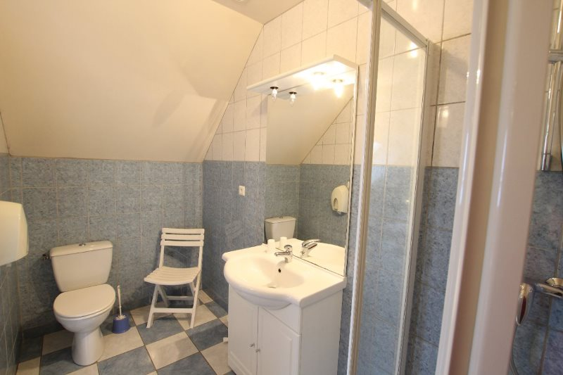 H33527-courtils-CH-le-neufbourg-chambre-kaki-4