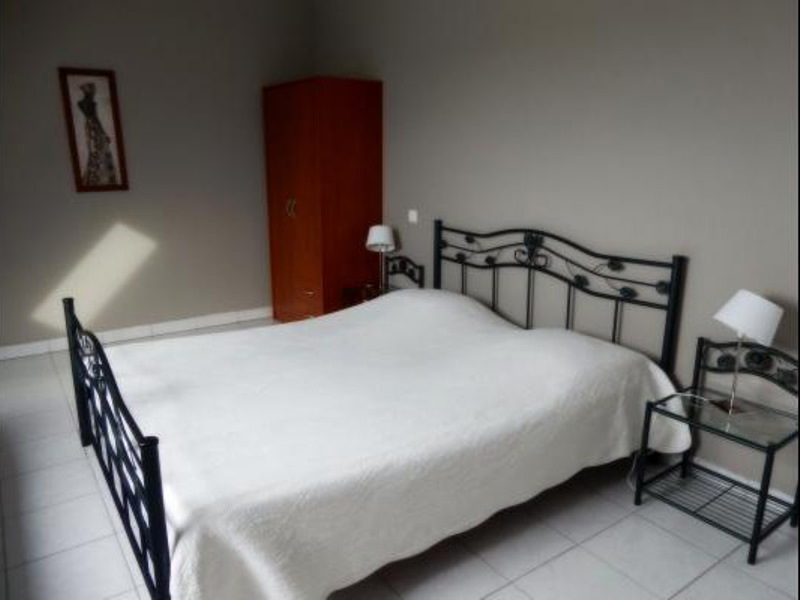 H33527-courtils-CH-le-neufbourg-chambre-taupe-1