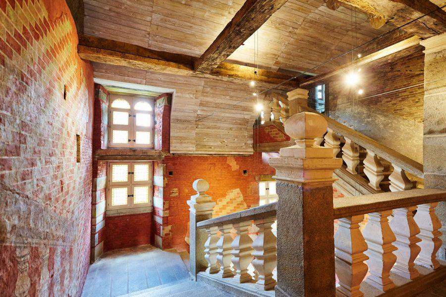 L-escalier-du-Chateau-des-Montgommery-de-Ducey