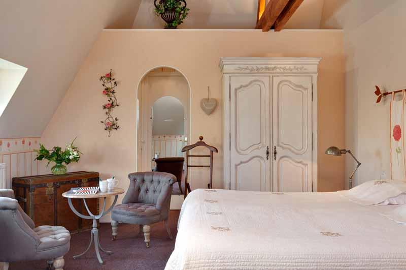 Marcey-les-Greves-Villa-la-Madile-chambre-Plenitude-Dahlia