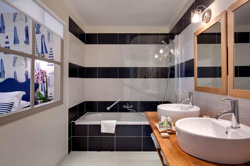 Marcey-les-Greves-Villa-la-Madile-salle-de-bain-Dinard