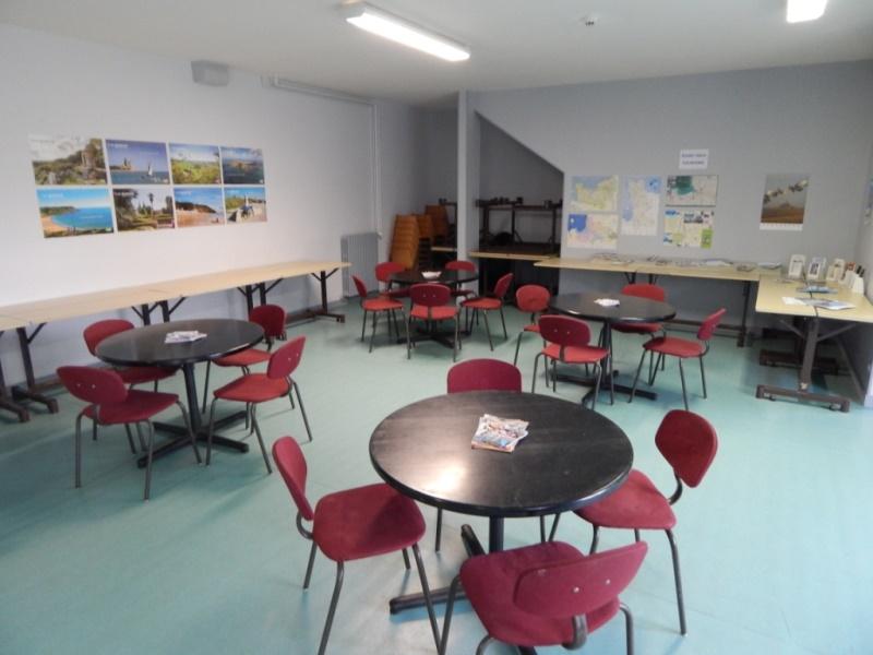 Pontorson-Auberge-de-jeunesse-salle-detenteTV