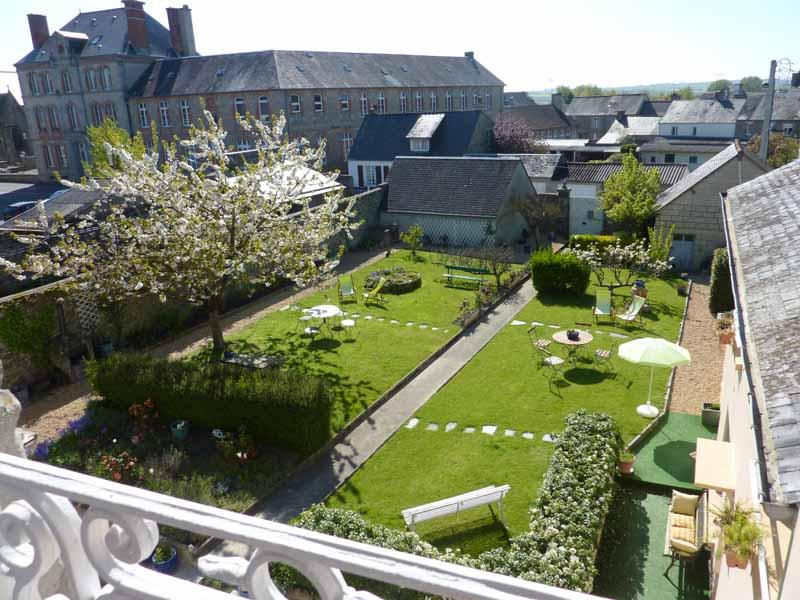 Pontorson-CH-Les-Belles-de-Mai-jardin