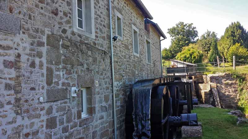 Ponts-Moulin-de-Cavigny-exterieur2
