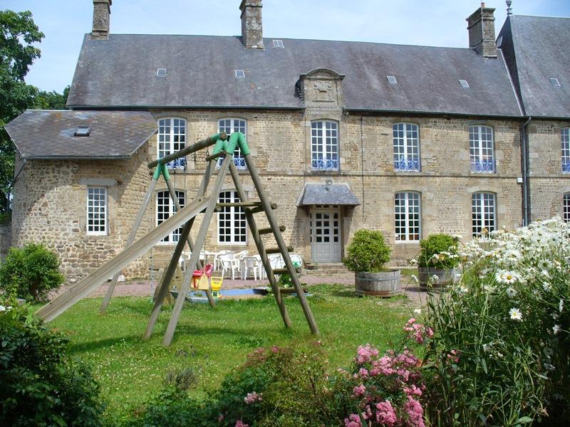 Saint-Cyr-du-Bailleul-Meuble-Rochard-1