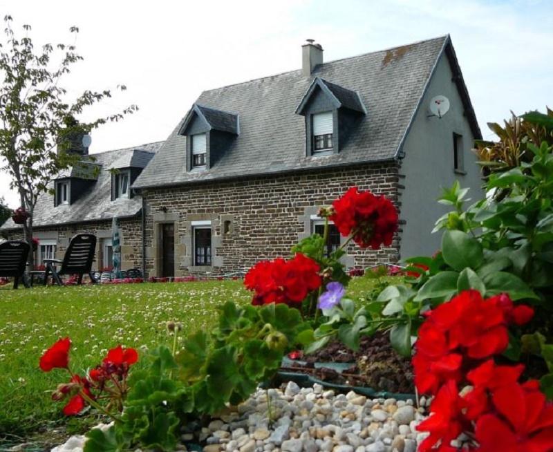 Saint-Laurent-de-Cuves-Meuble-Mme-Ginette-Denolle