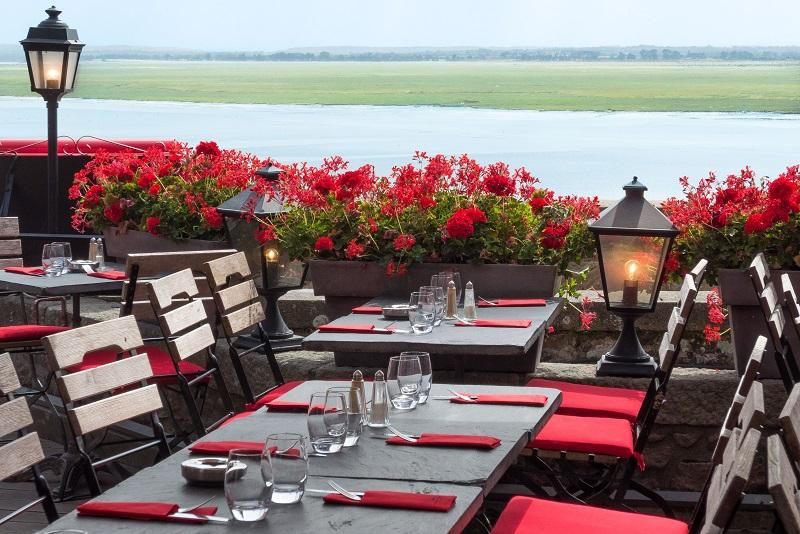 le-mont-saint-mcihel-restaurant-la-terrasse-du-mouton-blanc
