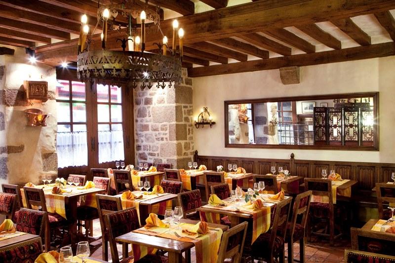 le-mont-saint-michel-restaurant-auberge-saint-pierre-3