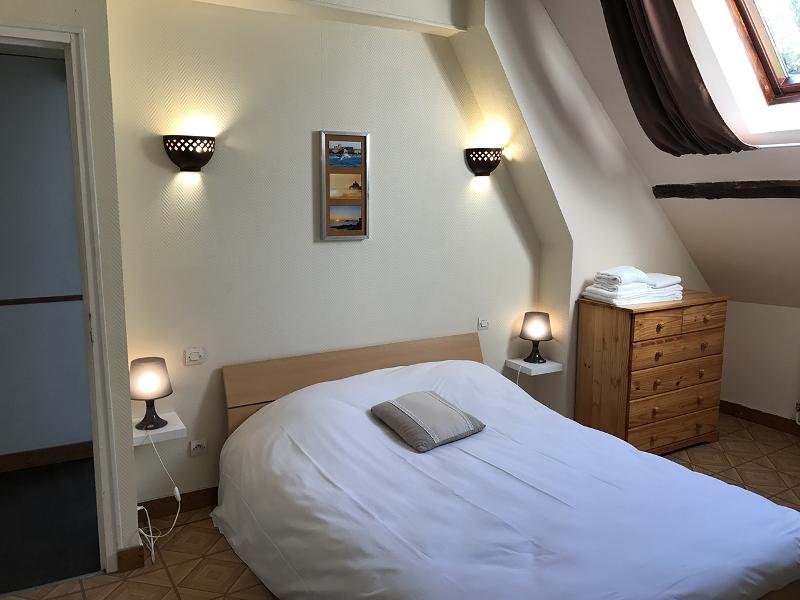 vessey-le-familial-chambre-beige-1